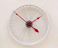 Klok van een oud fietswiel