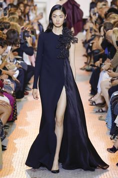 Elie Saab Fall 2018 Couture collection, runway looks, beauty, models, and reviews.