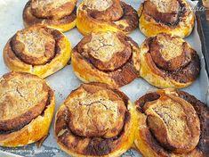 Kakaovo-škoricové koláče s mandľovou plnkou (fotorecept) - recept | Varecha.sk Muffin, Breakfast, Food, Basket, Bulgur, Morning Coffee, Meals, Muffins, Yemek