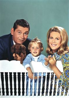 Elizabeth Montgomery as Samantha Stephens, Dick York as Darrin Stephens and Diane/Erin Murphy as Tabatha Stephens Agnes Moorehead, Bewitched Tv Show, Tv Vintage, Vintage Photos, Bewitched Elizabeth Montgomery, Nostalgia, Vintage Television, The Lone Ranger, Old Shows