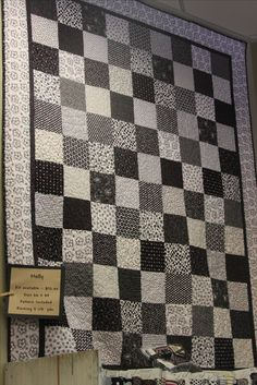 black and white quilt Mom !!!! I love this pattern