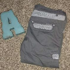 Miss Me Cargo Capris Size 29 Miss Me olive green cargo Capris. Miss Me Pants Capris