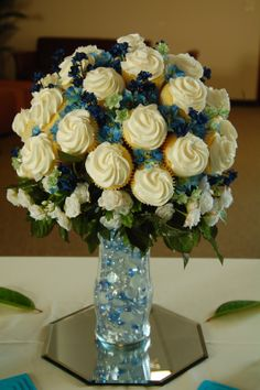Inspiration for the Cupcake bouquet for Jen's shower.now I just have to find out to assemble it and the pratice Cupcakes Cool, Wedding Cakes With Cupcakes, Cute Cakes, Cupcake Cakes, Decorated Cupcakes, Cupcake Centerpieces, Wedding Centerpieces, Centrepieces, Centerpiece Ideas