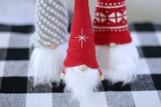 How to Make Christmas Gnomes Christmas Gnome, Diy Christmas Ornaments, Simple Christmas, Christmas Stockings, Christmas Decorations, Christmas Sewing Projects, Crafty Projects, Glue Gun Crafts, Diy Crafts