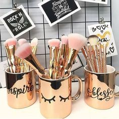 Makeup shared by bubbleguumm on We Heart It Image discovered by bubbleguumm. Find images and videos about beauty, makeup and gold on We Heart It - the app to get lost in what you love. Makeup Room Decor, Makeup Rooms, Makeup Vanity Decor, Makeup Brush Holders, Makeup Brush Set, Makeup Brush Storage, Rangement Makeup, Gold Rooms, Cute Room Decor