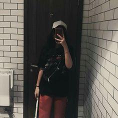 Ulzzang Fashion, Korean Fashion, Korean Streetwear, Fake Girls, Girl Korea, Uzzlang Girl, Girls Selfies, Aesthetic Girl, Korean Outfits