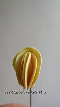Gum Paste Flowers, Sugar Art, Sugar Flowers, Cake Tutorial, Fabric Flowers, Flower Designs, Fondant, Flower Fabric, Paper