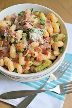 Asparagus Prosciutto Pasta can probably be made from ingredients you already have on hand. A quick and easy dinner! Click through for recipe!