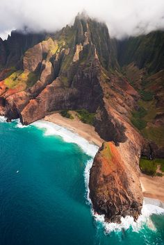 Na Pali Grandeur, off the coast of Kauai, Hawaii // StevenDavisPhoto Hawaii Honeymoon, Hawaii Vacation, Hawaii Travel, Dream Vacations, Italy Vacation, Oh The Places You'll Go, Places To Travel, Travel Destinations, Places To Visit
