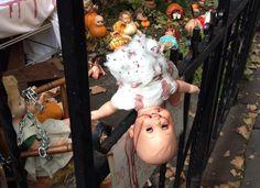 10 People You're Happy Aren't Your Neighbors on Halloween - http://www.toptenz.net/10-people-youre-happy-arent-your-neighbors-on-halloween.php