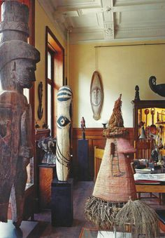 Kevin Conru's Belgium home Arte Tribal, Tribal Art, African Interior Design, Global Home, African Art, African Masks, Painting Gallery, Ocean Art, House Painting