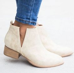 Women shoes With Jeans Street Styles - - Women shoes Sneakers Outfits - - Women shoes High Heels Simple Booties Outfit, Fall Booties, Ankle Booties, Camel Ankle Boots, Women's Shoes, Sock Shoes, Shoe Boots, Flat Shoes Outfit, Dansko Shoes
