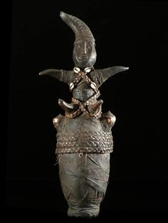 Africa | Medicinal or magical gourd from the Zigua/Ziguwa, Tanzania | Decorated with fiber, leather and cowrie shells | ca. 1980