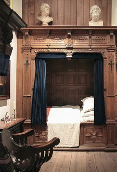This elegant box bed...