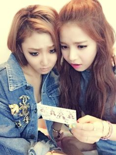 Hwasa and Solar. They are so cute! <3