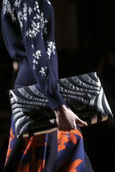 Dries Van Noten Fall 2014 Ready-to-Wear Collection - Vogue Fashion Details, Fashion Design, Fall Winter 2014, Madame, Fashion Handbags, Ready To Wear, Fashion Show, Autumn Fashion, Textiles
