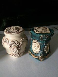 Decoupage Jars, Decoupage Vintage, Shabby Vintage, Vintage Gifts, Wine Bottle Art, Diy Bottle, Wine Bottle Crafts, Jar Crafts, Bottles And Jars