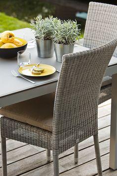 chaise de jardin en résine tressée façon lloyd loom isabelle ... - Table Et Chaise De Jardin En Resine Tressee