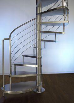 #Escalier - Hélicoïdal, marches en acier.  Découvrez les réalisations d'escaliers de L'Échelle Européenne sur www.escaliers-echelle-europeenne.com