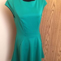 The Limited Green Short Sleeve Skater Style Career Casual Dress Size M $14.50  http://www.ebay.com/itm/182547009181?ssPageName=STRK:MESELX:IT&_trksid=p3984.m1555.l2649  http://stores.ebay.com/peggybeautyoutlet/ #ebay #ebaypowerseller #ebaystore #ebaydeals #fashion #ebaymakeup #makeup #beauty #ebaysell #ebayer #ebayshop #ebayseller #ebaynowselling  #shopping #plussizeclothing #ebaybusiness #clothing #ebayshopping