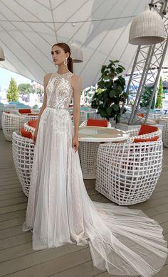 c52f1b56ad2 Лучших изображений доски «Свадебное платье со шлейфом»  12 в 2019 г.