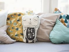 DIY-Anleitung: Kissen mit lustigen Motiven in verschiedenen Formen fürs Kinderzimmer nähen, Kinderzimmerdeko / DIY-tutorial: sewing pillow with funny pattern in various forms for children's room, kids room decor via DaWanda.com