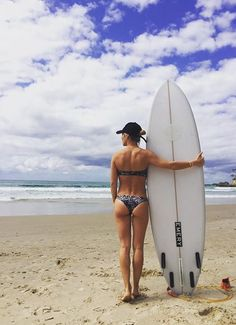Sun's out, buns out! Spanish actress Elsa Pataky showed off her body and her pert derriere in a bikini as she went for a morning surf on Thursday Elsa Pataky, Goddess Of The Sea, Spanish Actress, Australian Actors, Toned Abs, Surf Girls, Beach Bum, Bikini Bodies, Fitness Inspiration
