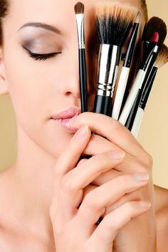 Maquillaje express: guapa en 15 minutos -> http://www.cosmopolitantv.es/noticias/2024/maquillaje-express-guapa-en-15-minutos