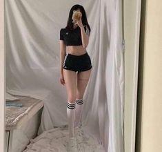 Korean Girl Fashion, Ulzzang Fashion, Kpop Fashion Outfits, Edgy Outfits, Korean Outfits, Cute Casual Outfits, Girl Outfits, Korean Ootd, Skinny Girl Body
