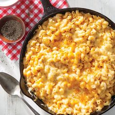 Creamy No-Boil Mac and Cheese Iron Skillet Recipes, Cast Iron Recipes, Skillet Meals, Smoked Gouda Cheese, Food Net, Cast Iron Cooking, How To Make Cheese, Macaroni And Cheese, Southern