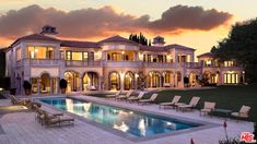 A look at energy drink kingpin Russell Weiner's real estate portfolio reveals a penchant for well-appointed mansions in desirable locales. Beverly Park, Beverly Hills Mansion, Tuscan Style Homes, Dream Mansion, Dream Houses, West Los Angeles, Mls Real Estate, Hermosa Beach, Modern Mansion