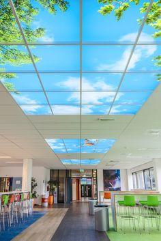 Systeem verlichte plafondplaten. Plafond verlichte wolkenlucht. Het heeft een wellness uitstraling en het is apart.