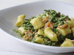 Gnocchi_di_ricotta_con_asparagi,_salmone_e_zenzero_5