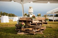 25 Cool Ways To Use Rustic Wood Pallets In Your Wedding Decor ...