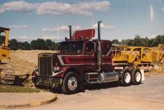 """Alle's Cat"" 1984 Freightliner FLC120 Picture was taken the day my mom and her partner drove it off the lot in '84. Wonder where it is now?"