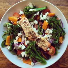 Dinner for me this evening is a salad of lambs lettuce topped with roasted butternut squash, feta, red onion, tomatoes, tenderstem broccoli, and a baked salmon fillet! I dressed my salad with cider vinegar ! #eatclean #eathealthy #cleaneating #healthy #healthyfood #highprotein #healthyeating #food #fitfam #fitspo #follow #fatloss #fitness #fitfamuk #ukfitfam #protein #macros #iifym #nutrition #weightloss #LDNMuscle #paleo #dinner #salad #fish #salmon