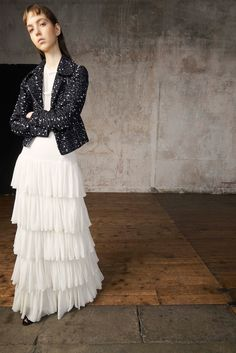 Giambattista Valli Resort 2018 Collection Photos - Vogue (Silk Tiered Ruffle Gown)