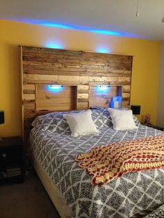 Best pallet projects headboard ideas headboard with lights, Diy Headboard With Lights, Diy Bed Headboard, Headboard Benches, Headboards For Beds, Headboard Ideas, Headboard Pallet, Pallet Beds, Pallet Furniture, Repurposed Furniture