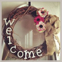 25 Lovely DIY Spring Wreaths - What a beautiful way to welcome people into your home.
