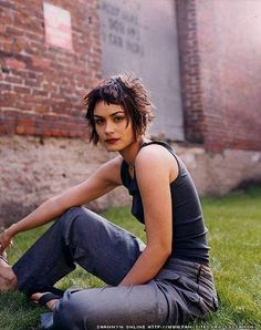 Shannyn Sossamon with baby bangs- wonder if I could do this. My cow lick would probably stick straight up!