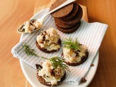 Pumpernickeltaler mit Aal ist ein Rezept mit frischen Zutaten aus der Kategorie Fisch. Probieren Sie dieses und weitere Rezepte von EAT SMARTER!