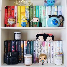 Imagen de books, bookshelves, and shelves I Love Books, Books To Read, My Books, Bookshelf Inspiration, Dream Library, Book Aesthetic, Shelfie, Book Fandoms, Book Nooks