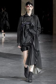 Yohji Yamamoto Autumn/Winter 2017 Ready to Wear Collection | British Vogue
