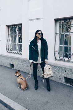White blouse+black leather pants+black heeled ankle boots+dark green shearling jacket+ivory printed backpack+sunglasses.Winter Casual Outfit 2017-2018