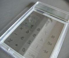 【ダイソー】大人気のスケルトン電卓を北欧モノトーン風に簡単リメイク♪|LIMIA (リミア) Bose, Calculator