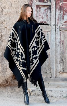 Runway Fashion, Boho Fashion, Preppy Style, My Style, Casual Office Wear, Gypsy Chic, Knitted Cape, En Stock, Me Too Shoes