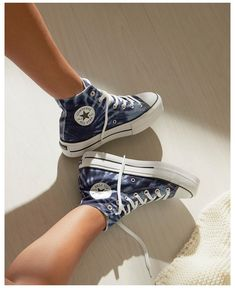 Dr Shoes, Swag Shoes, Hype Shoes, Me Too Shoes, Shoes Tennis, Tennis Sneakers, Cute Sneakers, High Top Sneakers, Mode Converse