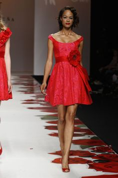 #kamzakrasou #sexi #love #jeans #clothes #coat #shoes #fashion #style #outfit #heels #bags Červené spoločenské šaty zo Španielska - KAMzaKRÁSOU.sk