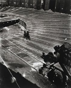 Nathan Lerner - Roundhouse, Chicago 1936. S)