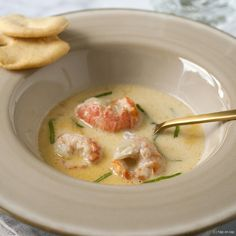 Langoustine soup with cognac and parsley Healthy Slow Cooker, Healthy Cooking, Bistro Food, Fancy Dinner Recipes, Good Food, Yummy Food, Soup And Sandwich, Healthy Soup Recipes, Food Design